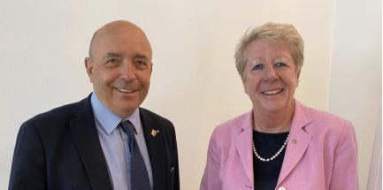 PDG Gérard Beuchat übernimmt Präsidium von ShelterBox Schweiz und löst PDG Doris Portmann ab.